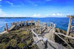 水晶小海湾看法,是一个小海岛吸引游览 免版税图库摄影