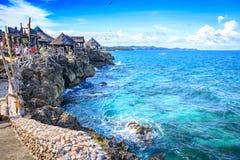 水晶小海湾看法,是一个小海岛吸引游览 免版税库存图片