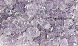 水晶紫色岩石 库存图片