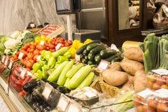 水果和蔬菜在农夫市场上 库存照片