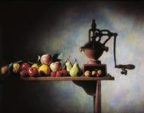 水果和蔬菜在木桌上 免版税库存照片