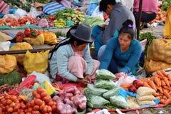 水果和蔬菜待售在市场,秘鲁 免版税库存图片