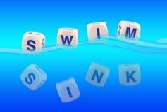 水槽游泳 免版税库存照片