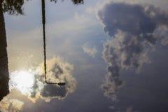 水水坑  太阳从眼睛被拦截了被云彩 免版税库存照片