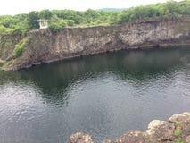 水池和亭子火山口的 免版税图库摄影