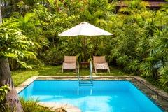 水池在一家热带旅馆里 图库摄影