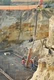 水泥倾吐的工作者 免版税库存图片