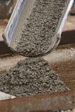 水泥创建倾吐的边路 免版税库存图片