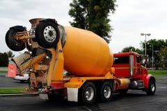 水泥混合卡车 免版税库存照片