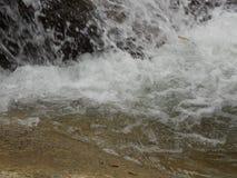 水流量在河 库存图片