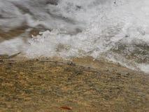 水流量在河 免版税库存照片