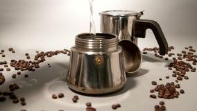水涌入喷泉咖啡机器 股票录像