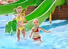水滑道的子项在aquapark。 免版税库存照片