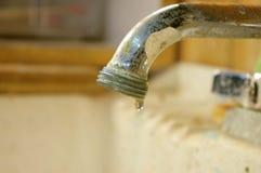 水滴水槽 免版税库存照片
