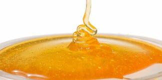 水滴玻璃蜂蜜宏观照片牌照 免版税库存图片