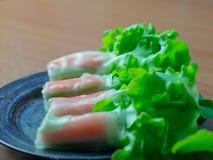 水耕的菜沙拉卷螃蟹棍子 免版税库存照片
