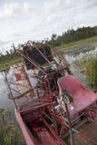 水菰收获萨斯喀彻温省空气小船 库存照片