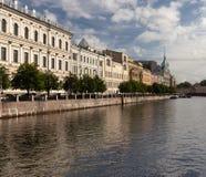 水运河在城市在俄罗斯 免版税库存图片