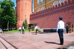 永恒火在莫斯科,俄国守卫更改 库存照片