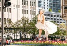 永远沿密执安大道的玛丽莲・梦露雕塑 免版税库存图片