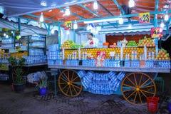 汁液卖主 djemaa el fna正方形 马拉喀什 摩洛哥 库存图片