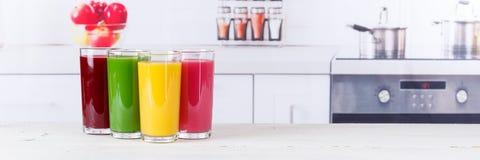 汁液圆滑的人圆滑的人果子果子横幅健康吃 免版税库存照片