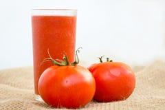 汁液新鲜被紧压的蕃茄 免版税库存图片