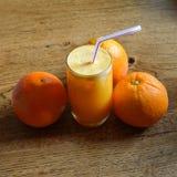 汁液自然桔子 库存图片
