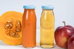汁液苹果汁南瓜 新鲜的汁液 自然的汁液 苹果计算机南瓜 库存图片