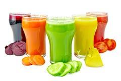 汁液菜在与菜的五块玻璃中 免版税库存照片