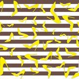 求婚鞋子无缝的样式-在棕色和白色小条,传染媒介例证的黄色泵浦 免版税库存照片