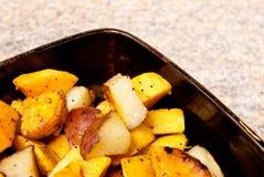 求烤的土豆的立方 库存图片