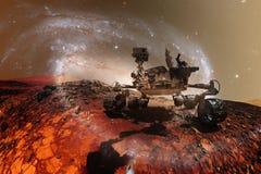 求知欲探索红色行星的表面火星车 免版税图库摄影