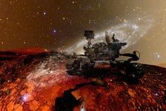 求知欲探索红色行星的表面火星车 库存例证