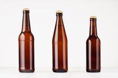 汇集棕色啤酒瓶500ml和330ml嘲笑 免版税库存图片