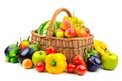 汇集水果和蔬菜在篮子 免版税图库摄影