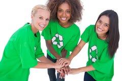 汇集他们的手和sm的三名环境活动家 库存照片