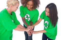 汇集他们的手的三名环境活动家 免版税库存图片
