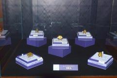 汇集Dea唯美主义者首饰议院Garik Gevorkyan创建者x jewelery和手表品牌的国际性组织陈列 免版税图库摄影