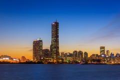 汉城市在夜和汉江,韩国里 免版税库存图片