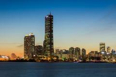 汉城市在晚上和汉江在汉城,韩国 免版税库存照片