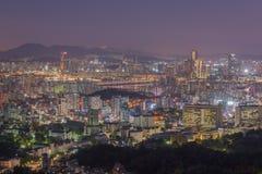 汉城市地平线,韩国的最佳的看法在晚上 库存照片