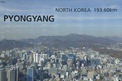 汉城韩国地平线亚洲-从汉城塔小山顶的看法鸟瞰图-展示距离向平壤,北朝鲜- 11月20 库存照片