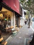 汉城,韩国- 2017年11月:卖古董的小商店 免版税图库摄影