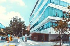 汉城,韩国- 2015年8月12日:其中一个延世大学-非常有名望的高端hos切断医院最新的大厦  免版税库存照片
