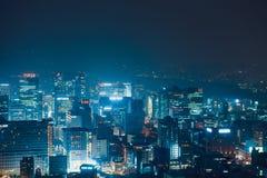 汉城,韩国- 2015年8月11日:在Namsan附近的摩天大楼耸立-汉城,韩国 免版税库存照片