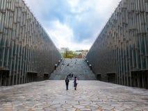 汉城,韩国- 2018年4月14日:旅游参观的Ehwa妇女大学欧洲风格的大厦 这是第一妇女univ 库存照片