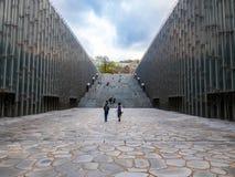 汉城,韩国- 2018年4月14日:旅游参观的Ehwa妇女大学欧洲风格的大厦 这是第一妇女univ 免版税图库摄影