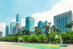 汉城,韩国- 2015年8月14日:汝矣岛-汉城` s主要财务和投资银行区和办公室区域 免版税库存照片