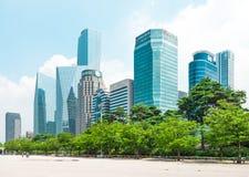 汉城,韩国- 2015年8月14日:美好的汝矣岛-汉城` s韩国的主要财务和投资银行区和办公室区域 免版税库存图片